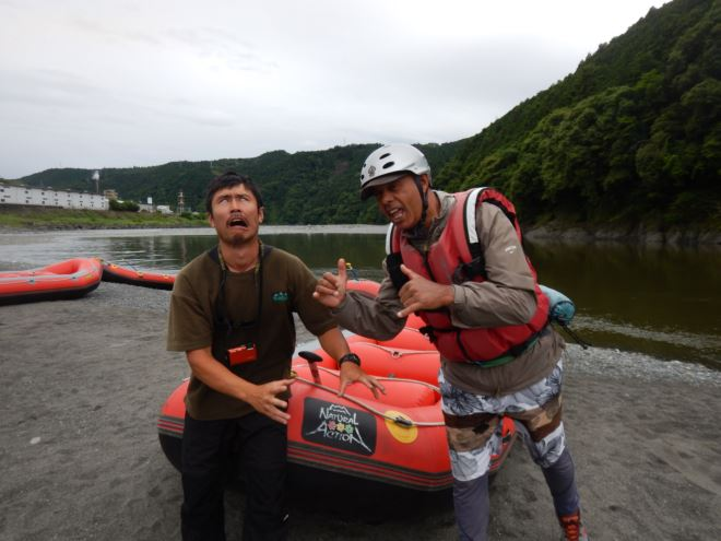 ガイドsing ガイドaziz ラフトボート