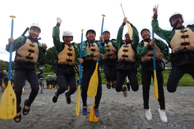 教育旅行生徒 ジャンプ パドル