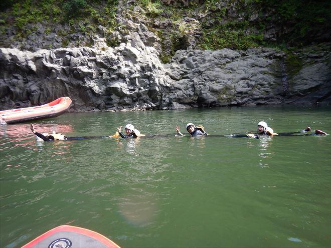 むかで遊び 泳ぐ 川遊び