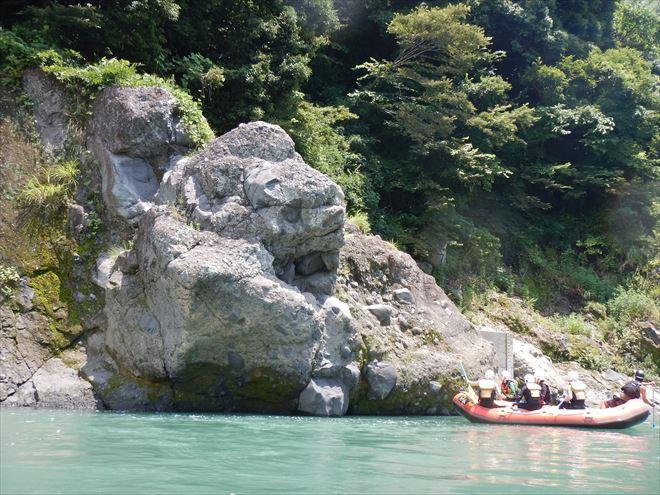 ゴリラ岩 飛び込み