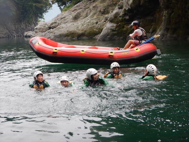 川泳ぎ 夏遊び