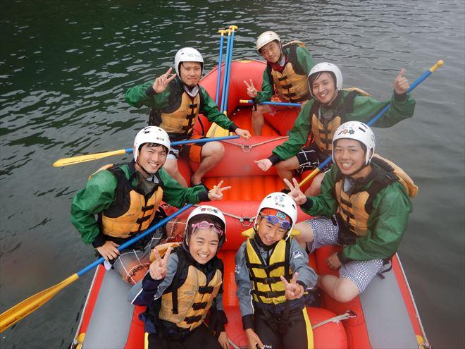 赤いボートはナチュラルアクション 川下り 富士川下り