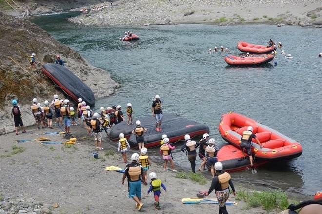 静岡キッズラフティング 赤いボート 静岡ファミリーラフティング