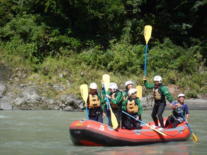 半日教育旅行 富士川でラフティング 生徒