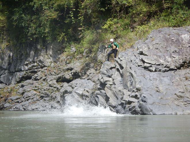 飛び込み失敗 富士川へジャンプ