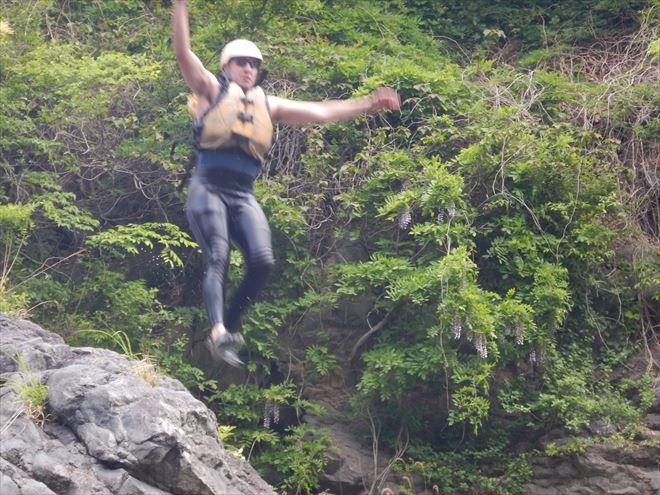 岩からジャンプ 岩から飛び込み