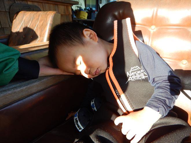 キッズラフティング 子供とラフティング 眠る