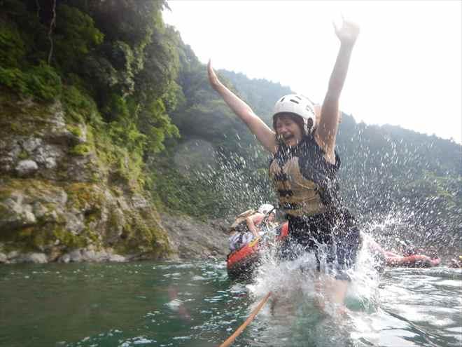 川へダイブ 飛び込む
