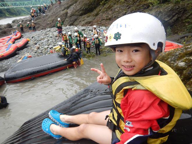 ボート滑り台 子どもと川遊び