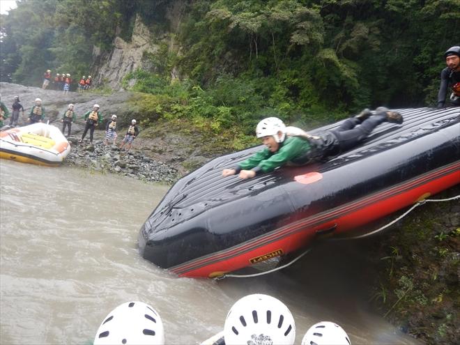スーパーマン 川へ滑る
