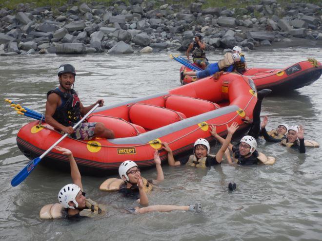 川で泳ぐ 安全を守って川で遊ぶ