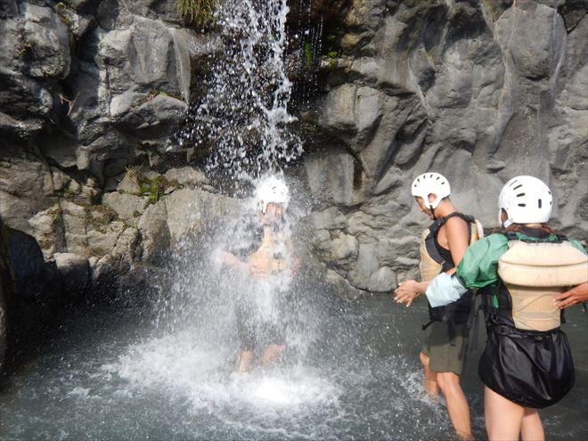滝 冷たい水