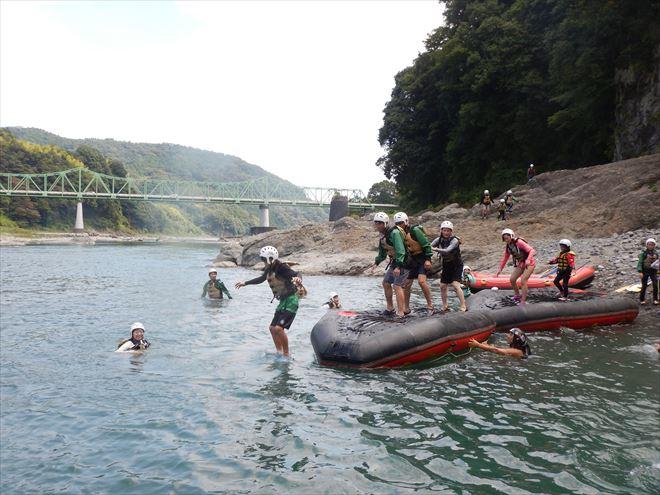 ボートからジャンプ ボートトランポリン