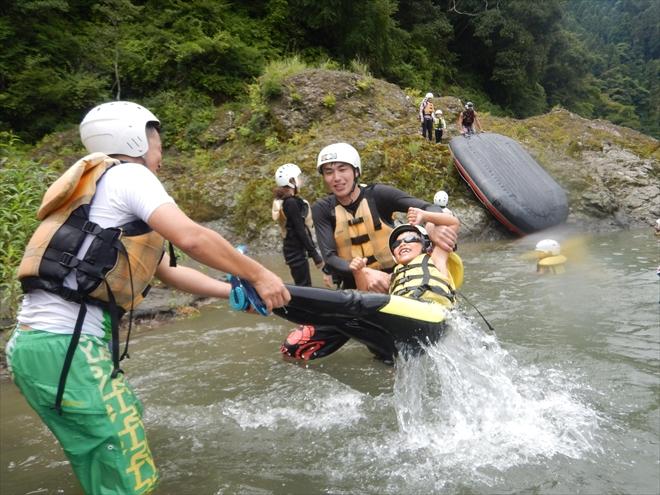 川へ投げる 富士川キッズラフティング