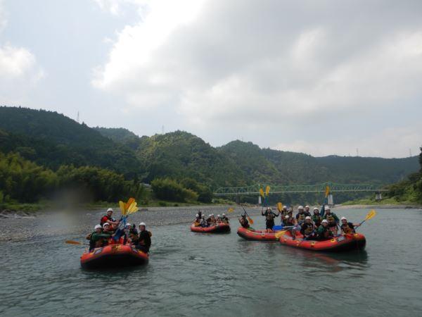 団体 川遊び